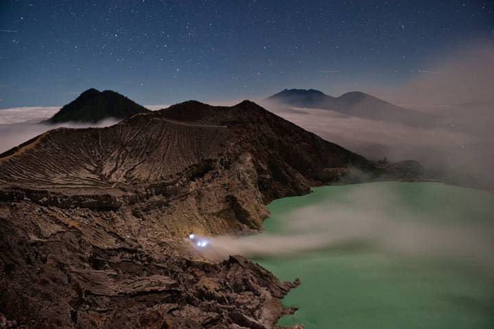 Những đốm lửa xanh kỳ ảo ở Indonesia - 4