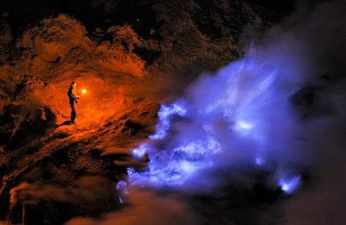 Những đốm lửa xanh kỳ ảo ở Indonesia - 5