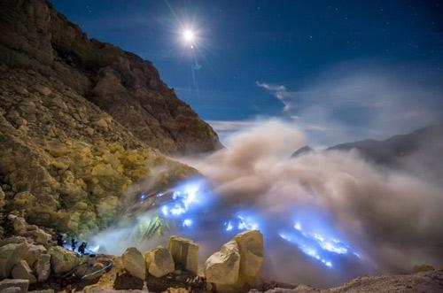 Những đốm lửa xanh kỳ ảo ở Indonesia - 6