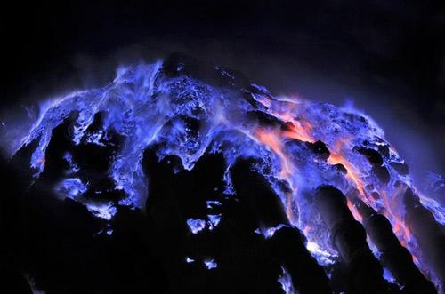 Những đốm lửa xanh kỳ ảo ở Indonesia - 7