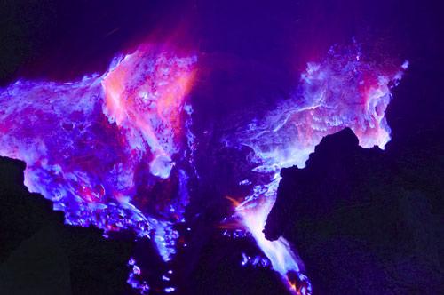 Những đốm lửa xanh kỳ ảo ở Indonesia - 8