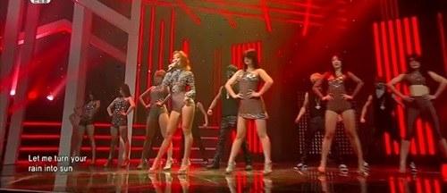 Sao Hàn mặc giống Angela Phương Trinh - 1