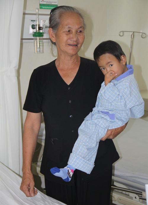 Vợ chồng Đăng Khôi đón sinh nhật trong bệnh viện - 5