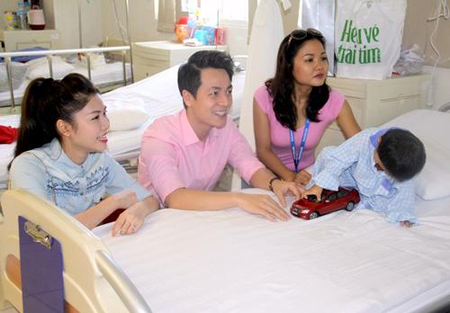 Vợ chồng Đăng Khôi đón sinh nhật trong bệnh viện - 4