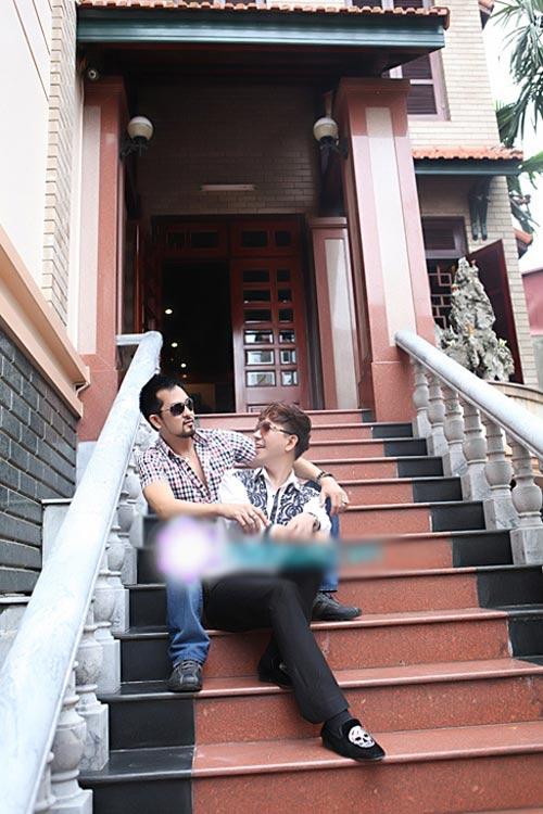 Sao Việt bị 'ném đá' vì khoe của kệch cỡm - 4