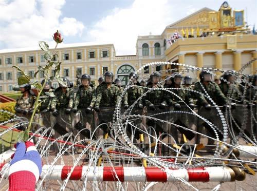 """Thái Lan: Sở chỉ huy quân đội bị """"đánh chiếm"""" - 2"""