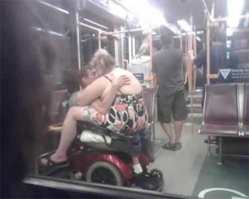 """12 """"dị nhân"""" trên tàu điện ngầm - 1"""