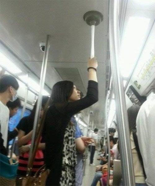 """12 """"dị nhân"""" trên tàu điện ngầm - 3"""
