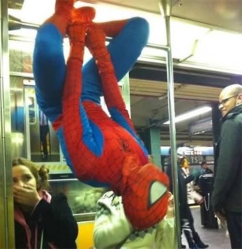 """12 """"dị nhân"""" trên tàu điện ngầm - 5"""