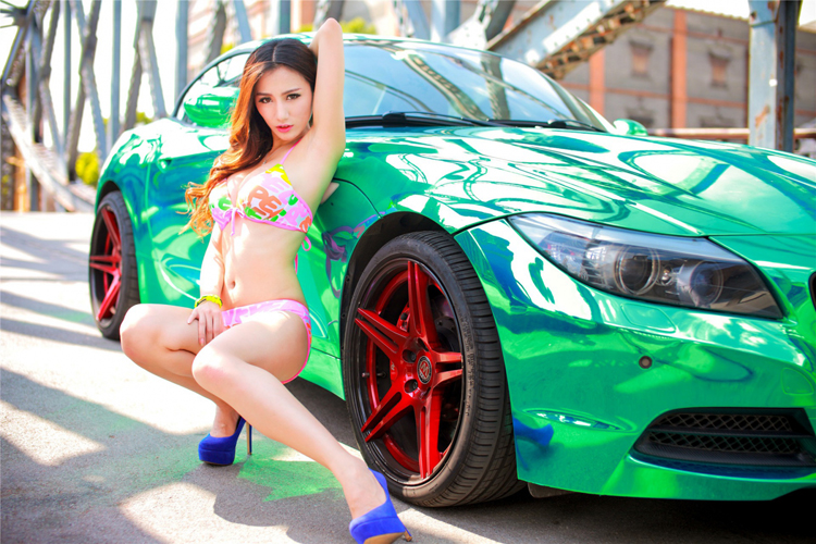 Dàn chân dài mỹ miều tạo dáng bên xe  Đường cong siêu gợi cảm bên Porsche vàng  Thiên thần sexy vắt vẻo bên Audi S5  Ma lực vòng 1 gợi cảm bên xe đua