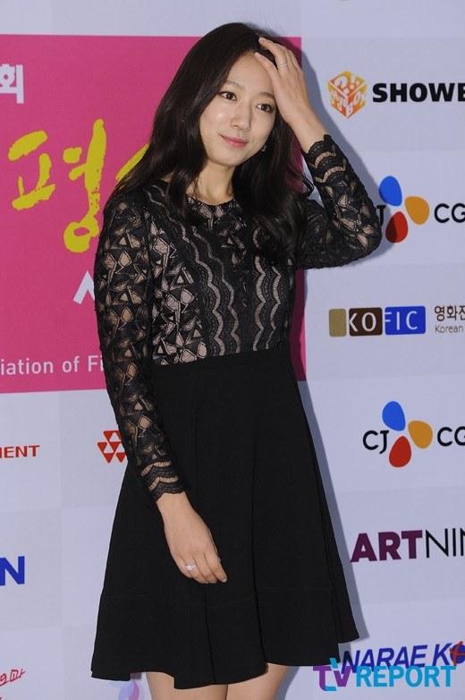 """""""Bạn gái Lee Min Ho"""" xinh tươi đi nhận giải - 3"""