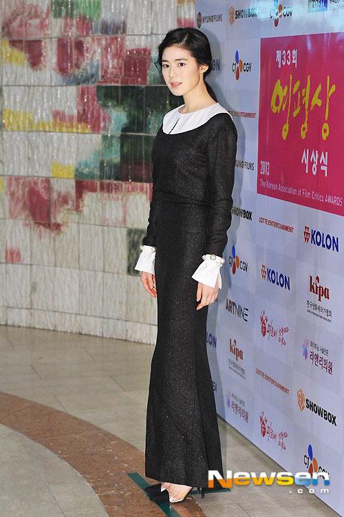 """""""Bạn gái Lee Min Ho"""" xinh tươi đi nhận giải - 8"""