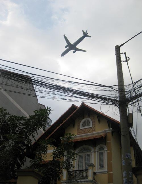 """""""Nghi án"""" máy bay làm tốc mái nhà dân - 4"""