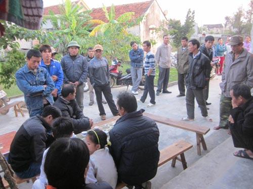 Đắm tàu ở Nghệ An: Cạn nước mắt ngóng chờ - 6
