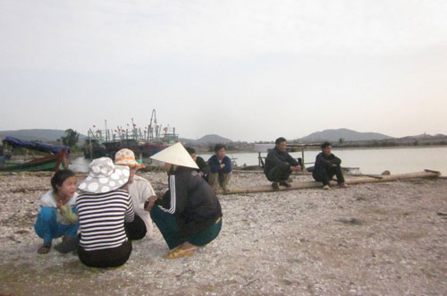 Đắm tàu ở Nghệ An: Cạn nước mắt ngóng chờ - 1