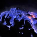 Du lịch - Những đốm lửa xanh kỳ ảo ở Indonesia