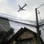 """Tin tức trong ngày - """"Nghi án"""" máy bay làm tốc mái nhà dân"""