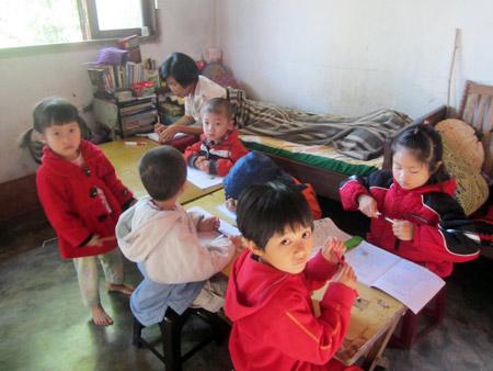 Cô giáo gần 20 năm nằm nghiêng… dạy học - 1