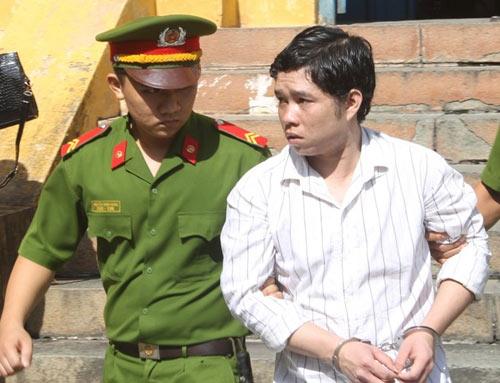 Người mẹ ngất xỉu khi con bị tuyên án tử hình - 2