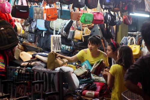 Điều thú vị ở chợ thời trang đêm Sài Gòn - 6
