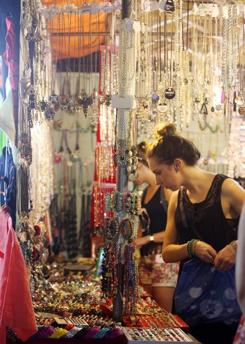 Điều thú vị ở chợ thời trang đêm Sài Gòn - 15