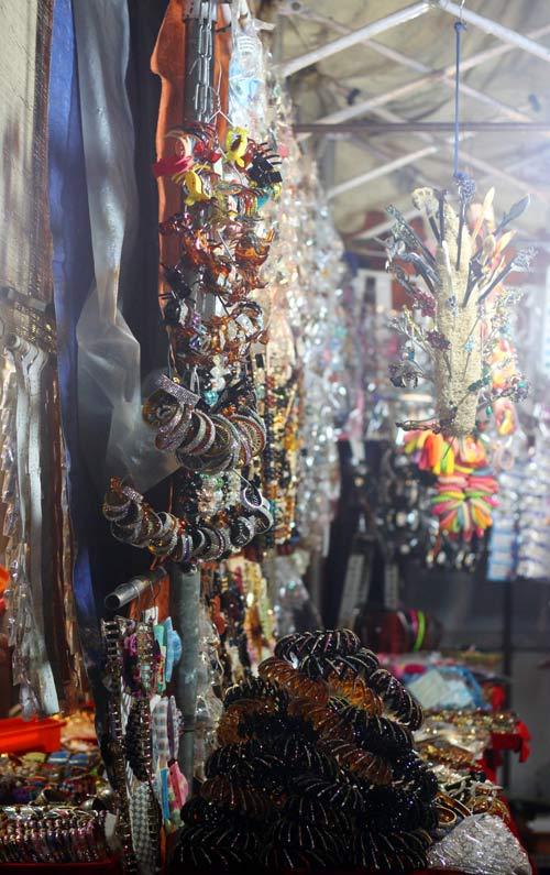 Điều thú vị ở chợ thời trang đêm Sài Gòn - 14