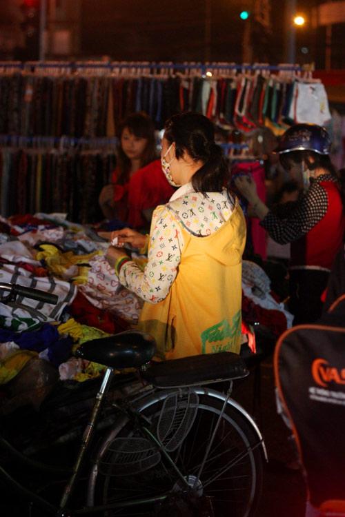 Điều thú vị ở chợ thời trang đêm Sài Gòn - 7