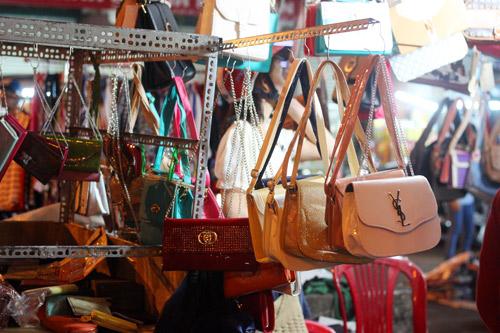 Điều thú vị ở chợ thời trang đêm Sài Gòn - 8