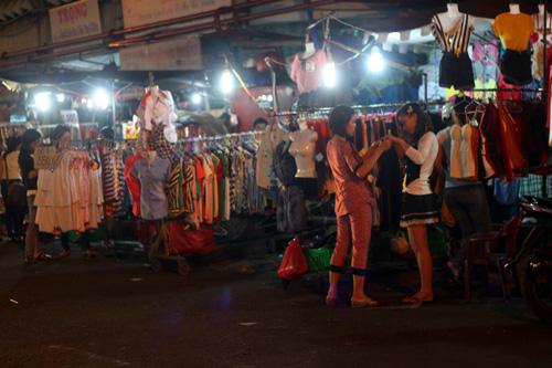 Điều thú vị ở chợ thời trang đêm Sài Gòn - 11