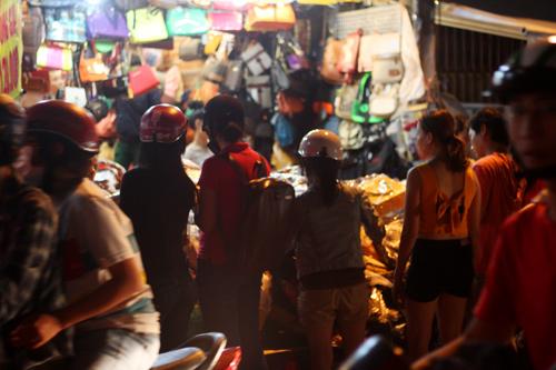 Điều thú vị ở chợ thời trang đêm Sài Gòn - 3