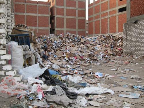 Độc đáo nhà thờ hang động ở 'thành phố rác' - 2