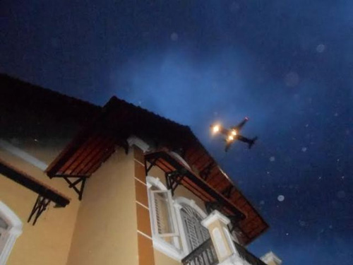 Đã có kết quả vụ nghi máy bay làm tốc mái nhà - 1
