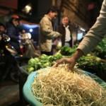 Sức khỏe đời sống - Giá đỗ không nguồn gốc tràn lan ở chợ Hà Nội