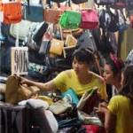 Thời trang - Điều thú vị ở chợ thời trang đêm Sài Gòn
