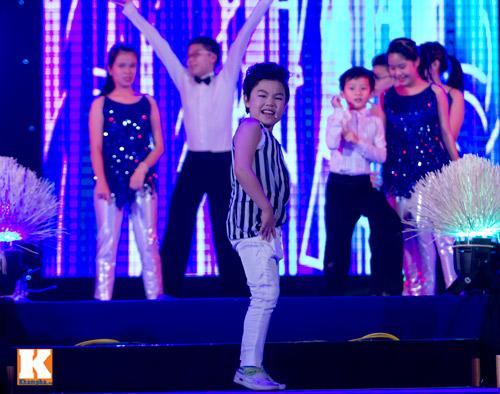 Psy nhí đốt nóng sân khấu Hà Nội - 9