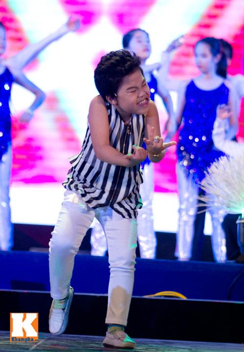 Psy nhí đốt nóng sân khấu Hà Nội - 11