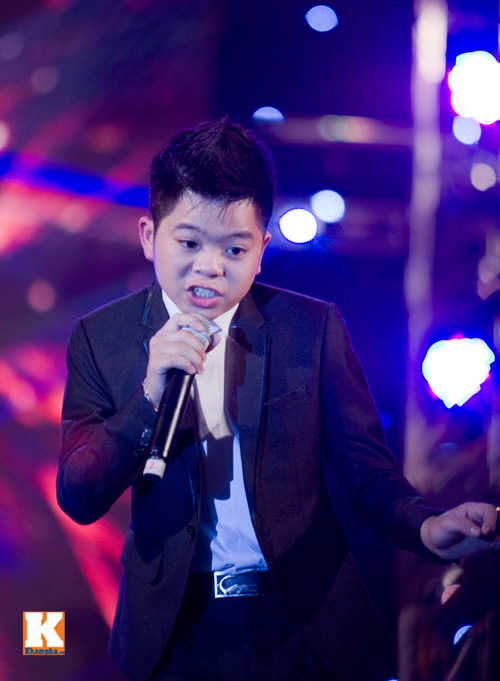 Psy nhí đốt nóng sân khấu Hà Nội - 16