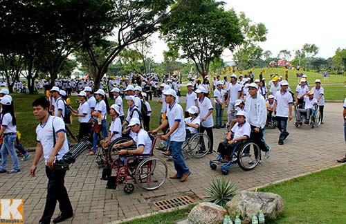Chủ tịch nước đi bộ cùng người khuyết tật - 8