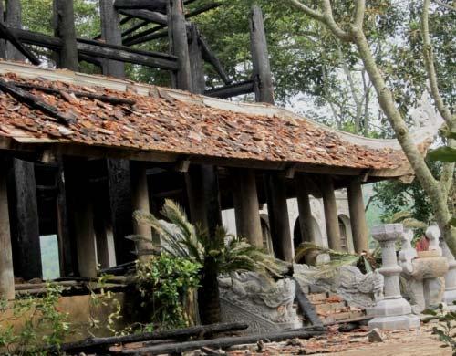 Đền thờ Lê Lai cháy rụi trong đêm - 2
