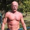 Kinh ngạc cụ ông 64 tuổi có cơ bắp cuồn cuộn như lực sĩ