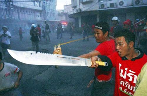 Biểu tình tại Thái Lan đã thành bạo lực đẫm máu - 1