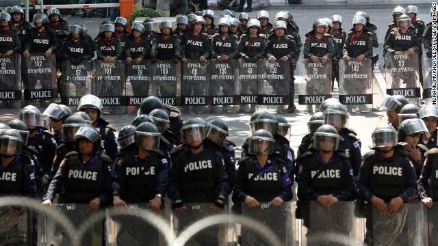 Phe biểu tình ra tối hậu thư với Thủ tướng Thái - 2