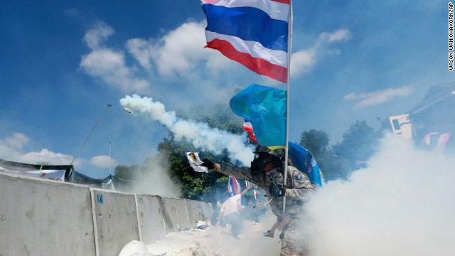 Phe biểu tình ra tối hậu thư với Thủ tướng Thái - 3