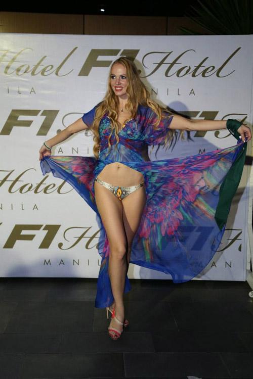 Thí sinh Miss Earth mất điểm vì ngực lệch - 8