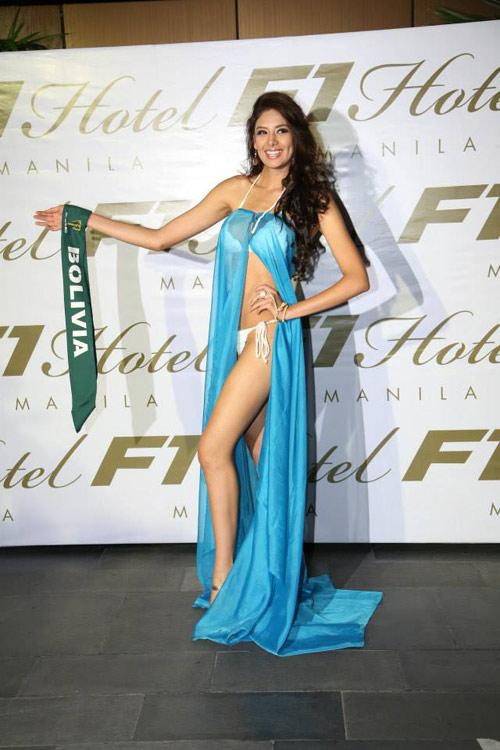 Thí sinh Miss Earth mất điểm vì ngực lệch - 15