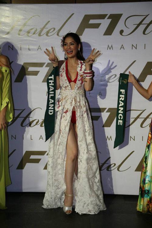 Thí sinh Miss Earth mất điểm vì ngực lệch - 18