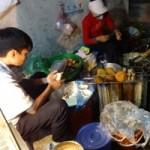 Sức khỏe đời sống - Vỉa hè: Ban ngày tập kết rác, ban đêm hàng ăn