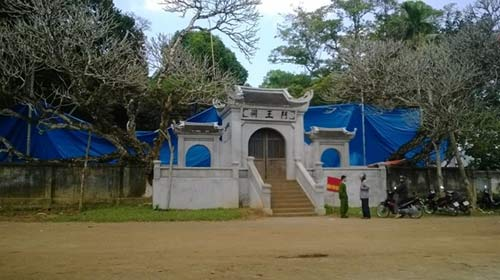 Cảnh tan hoang sau vụ cháy đền thờ Lê Lai - 15