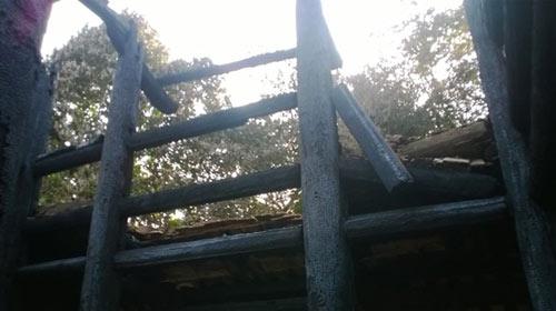 Cảnh tan hoang sau vụ cháy đền thờ Lê Lai - 2
