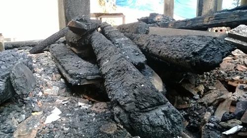 Cảnh tan hoang sau vụ cháy đền thờ Lê Lai - 5